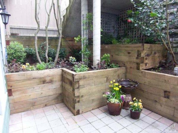 Железнодорожные шпалы в интерьере сада