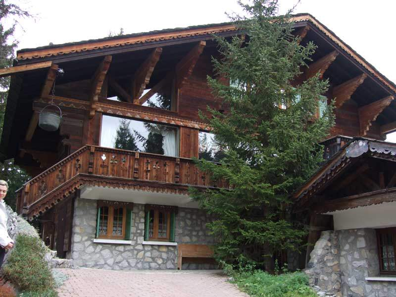 Дом в стиле швейцарского шале