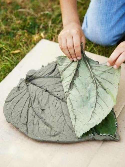 Садовая дорожка из листьев