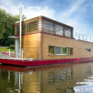 Домик на воде — мечта романтиков