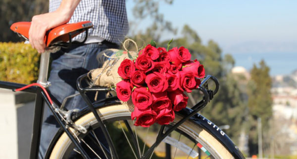 Курьерская доставка цветов Five Flowers