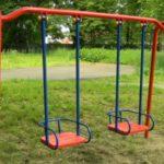 Качели — хит развлечений для детей и семейного отдыха