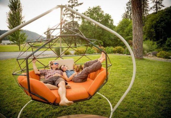 Уют и комфорт в одном лице. Подвесные кресла изготовлены из искусственного ротанга