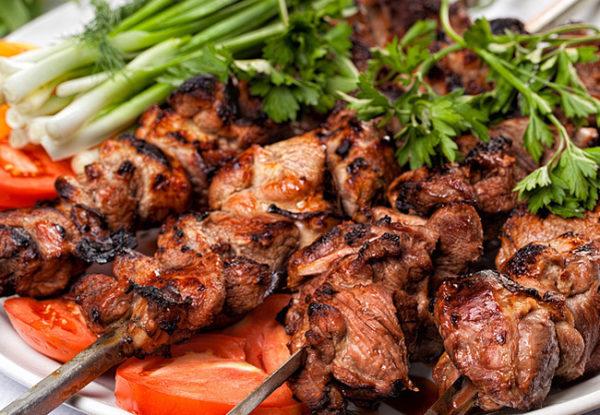 Аппетитное приготовление блюд на вашем мероприятии. Шашлыки от профи повара в Москве