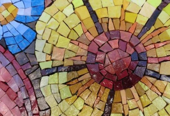 Осовремененная мозаика - преимущества и оригинальность интерьера